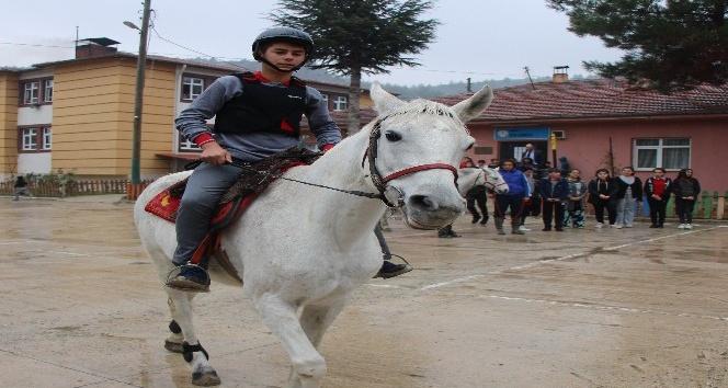 """Amasya'da """"dörtnala eğitim"""""""