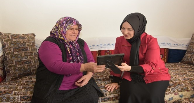 Fatma Çolakbayrakdar yaşlıları ziyaret etti