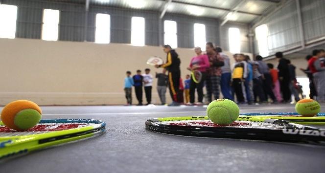 Zihinsel engelli çocuklara tenis eğitimi için protokol
