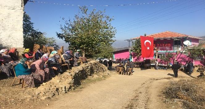 Şehit Üsteğmen Mehmet Sakallı'nın baba evine ateş düştü