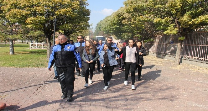 Kayseri polisi yaşlıları sevindirdi