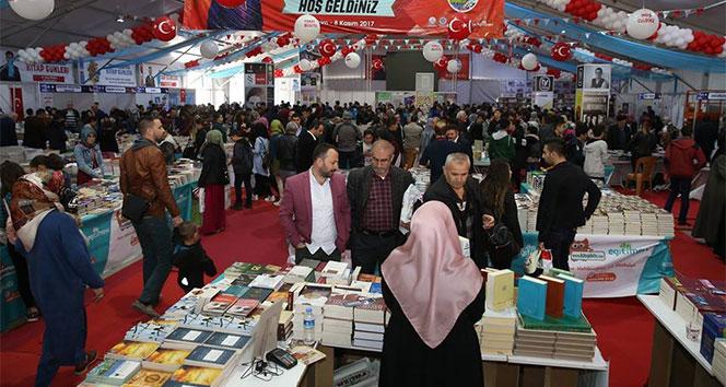 Tokat kitap fuarını 9 günde 350 bin kişi ziyaret etti