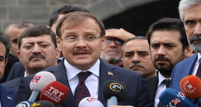 Başbakan Yardımcısı Çavuşoğlu Sur'da incelemelerde bulundu