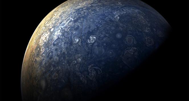 NASA, Jüpiterin yeni fotoğraflarını paylaştı
