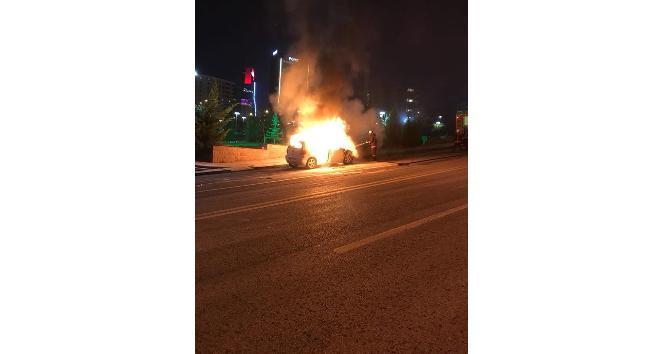 Başkent'te oto yangını