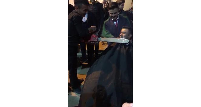 Berberden motorlu testere ile damat tıraşı