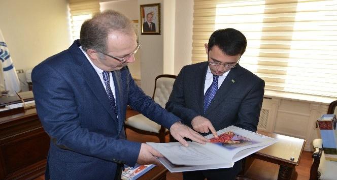 Türkmenistan Ankara Büyükelçisi Amanlıyev öğrencilerle buluştu