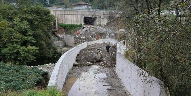 Köprü yola uymayınca...