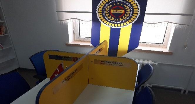Fenerbahçeli iş adamlarından ortaokula kütüphane desteği