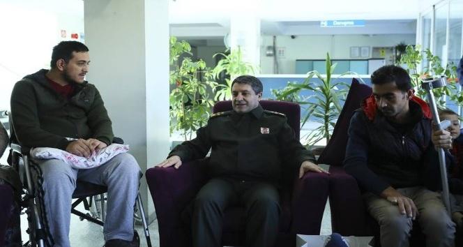 Korgeneral Bayraktaroğlu, darp edilen gazileri ziyaret etti