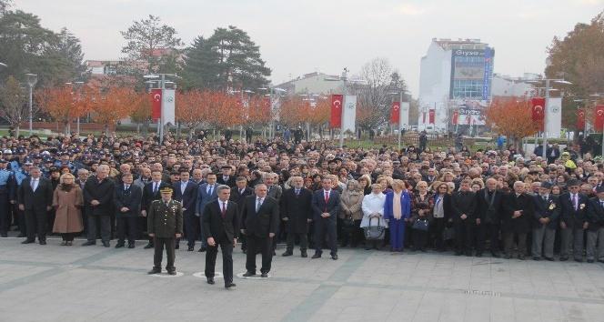 Bolu'da, 10 Kasım töreninde hayat durdu