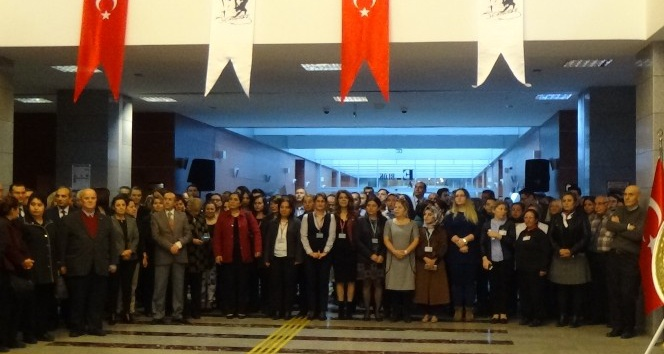 Anadolu Adalet Sarayı'nda Ata'ya saygı duruşu