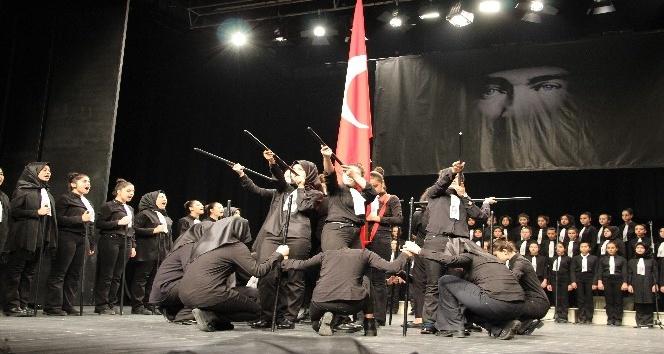 Atatürk'ü anma programında öğrencilerin gösterisi büyük ilgi gördü