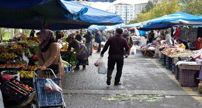Diyarbakırlı kadın pazarcılar, mahallerinde erkek pazarcı istemiyor