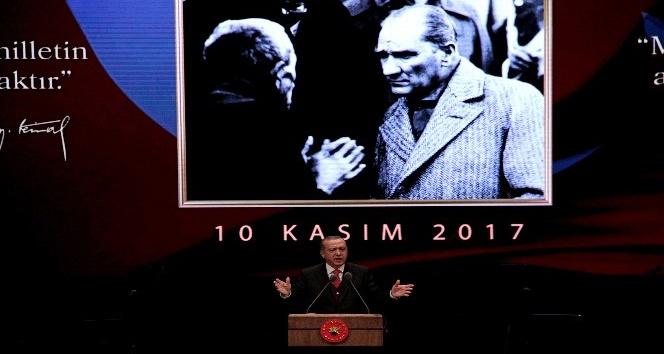 """Cumhurbaşkanı Erdoğan: """"CHP gibi amorf bir partinin Atatürk'ü milletimizden kaçırmasına rıza göstermeyeceğiz"""""""