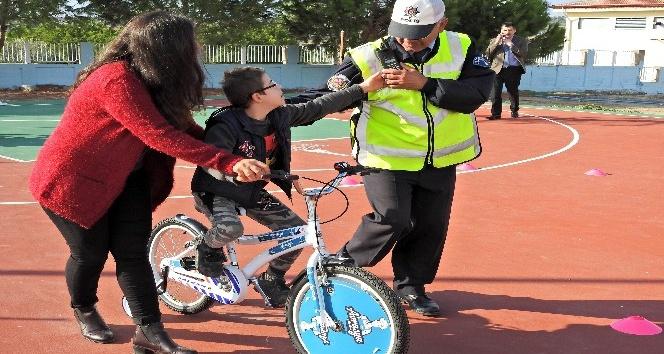 Özel çocuklar bisiklet sevinci yaşadı