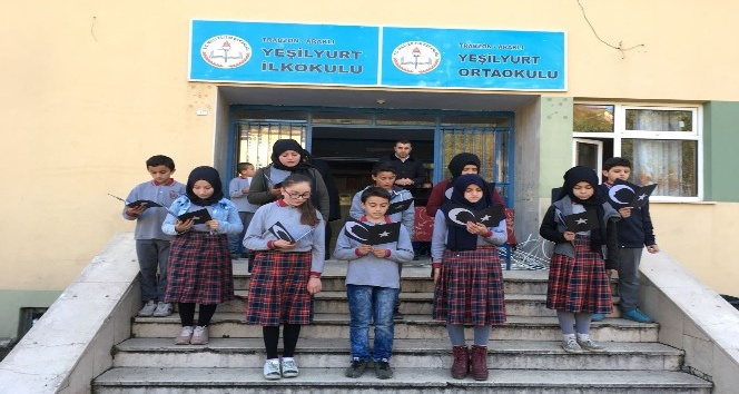 Minik öğrencilerin Atatürk sevgisi