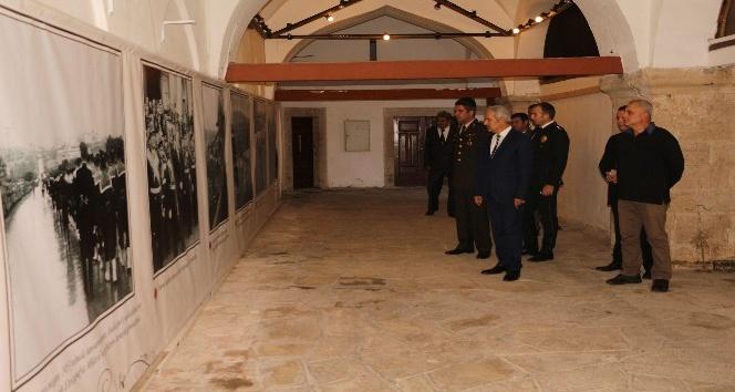 Kuşadası Belediyesi'nden Kervansaray'da Atatürk anması