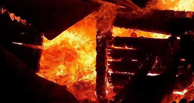 Ev yangınında yaşlı kadın hayatını kaybetti