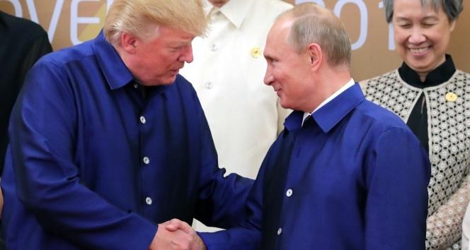 Trump ve Putin Vietnamda tokalaştı