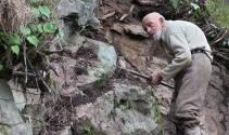Artvin'in 97 yaşındaki dedesi hâlâ kayalara tırmanıyor!