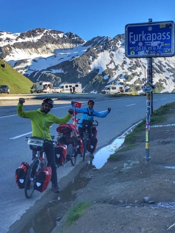 Bisikletleriyle ailece 26 ülke gezdiler