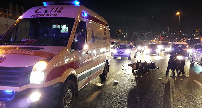 Haliç Köprüsü çıkışında motosiklet otomobile çarptı: 2 yaralı