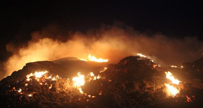 Denizlide molozların döküldüğü alanda yangın