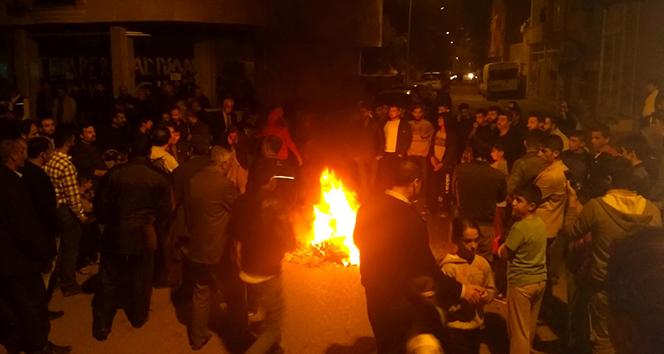 Elektrik kesintileri yol kapatılarak protesto edildi