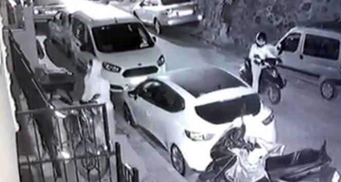 Motosikletle gelerek motosiklet çalan hırsızlar kamerada