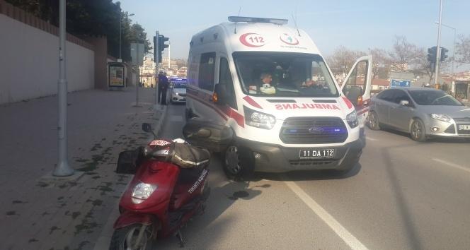 Yayaya çarpan motosiklet sürücücü aracını bırakıp kaçtı