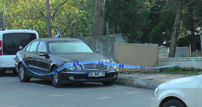 Kadıköyde lüks bir otomobil içerisinde erkek cesedi bulundu