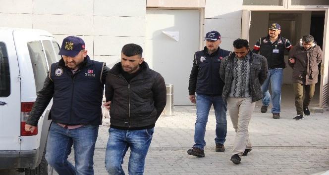 Samsun'da 3 DEAŞ'lı adliyeye sevk edildi