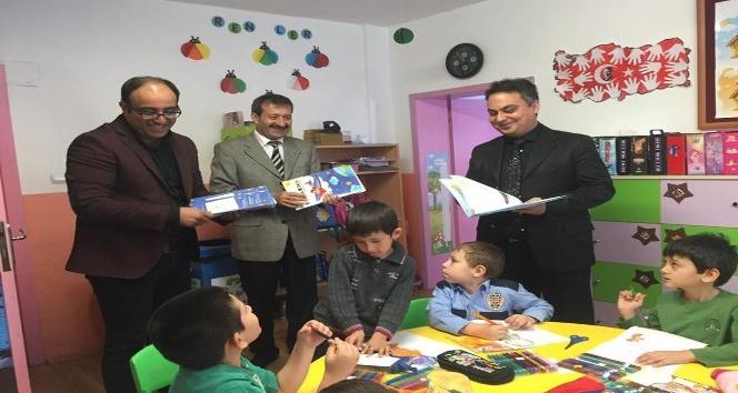 Simav THK'dan okullara defter ve boyama kitabı