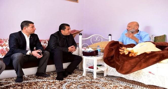 Suriye sınırındaki mahallere ziyaret etti