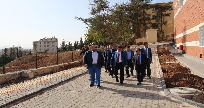 Karacoşkun Karataş Kampüsünde incelemelerde bulundu