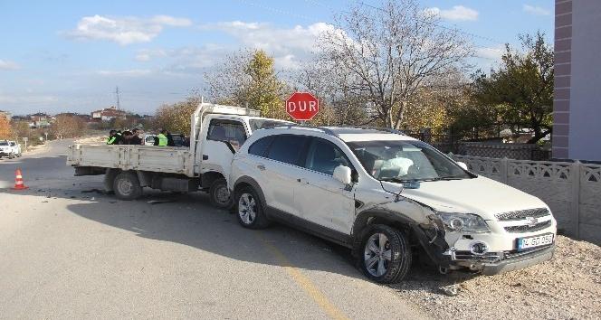 Direksiyon başında epilepsi nöbeti geçiren sürücü kaza yaptı