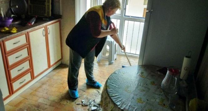 Evi yanan aileye Dost Eli Aşevi'nden destek