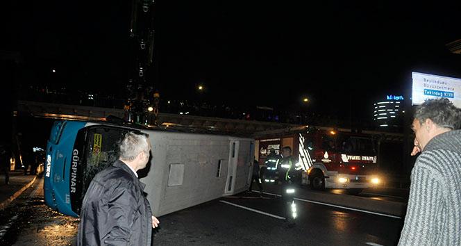 İstanbulda halk otobüsü devrildi: 6 yaralı