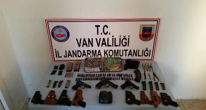 Van'da, PKK'ya ait silah ve mühimmat ele geçirildi