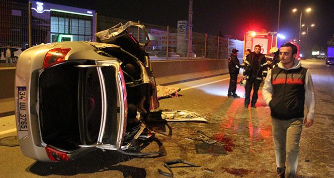 Kamyona çarpan otomobilin tavanı uçtu: 1i ağır 4 yaralı