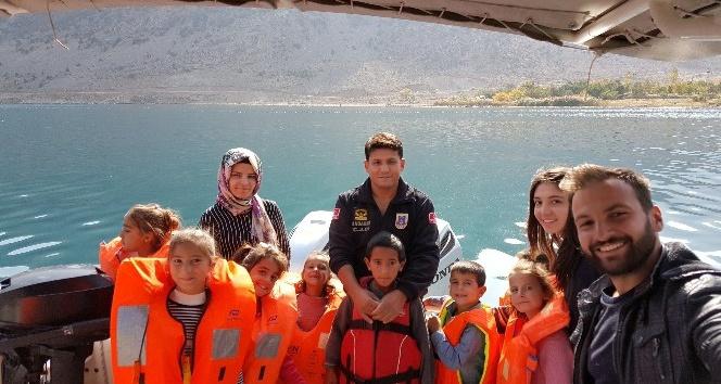 Jandarma, Vanlı çocukları Van Gölü ile buluşturdu
