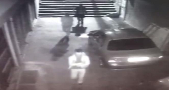 Zeytinburnu'nda üç kişinin kahvehaneye silahla ateş açtığı anlar  kamerada