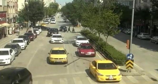 Otomobil anne ve çocuğa böyle çarptı