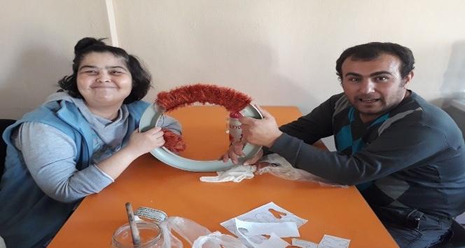 Burhaniye'de özel gençler taş bebek yapımını öğreniyor