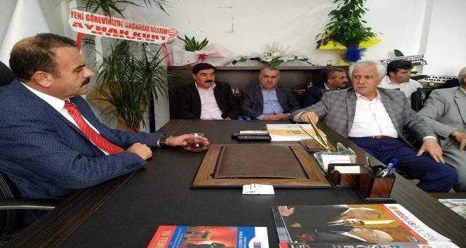 Başkan Topraktan AK Parti ilçe Başkanı Yeni'ye hayırlı olsun ziyareti