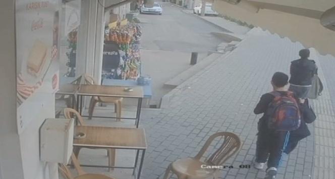 (Özel Haber) Çocuklar okul kıyafetleriyle kahvedeki paraları çaldı