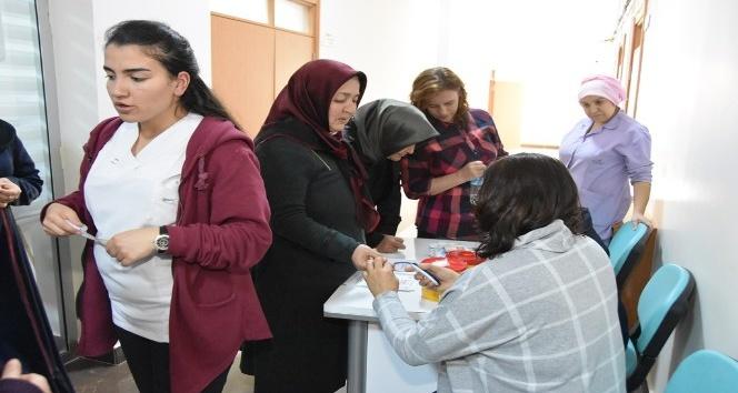Seminere katılan belediye personeline şeker taraması yapıldı