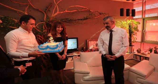 Doğum gününü 11 Kasım'da kutlayan başkana yavru kurt hediyesi