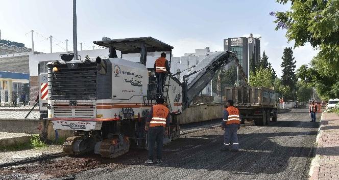 Muratpaşa Kızıltoprak'taki asfalta sınav arası verdi